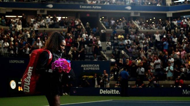 Serena Williams,  Naomi Osaka,  trong tai Carlos Ramos,  US Open anh 1