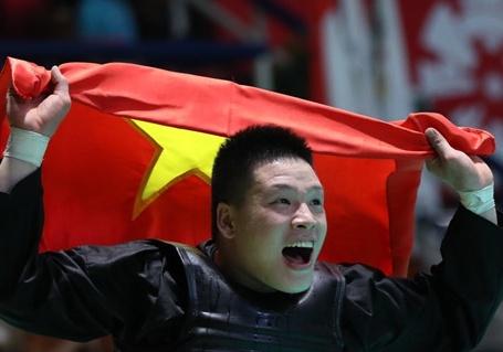 Nguyen Van Tri - nha vo dich pencak silat chien thang moi bat cong hinh anh