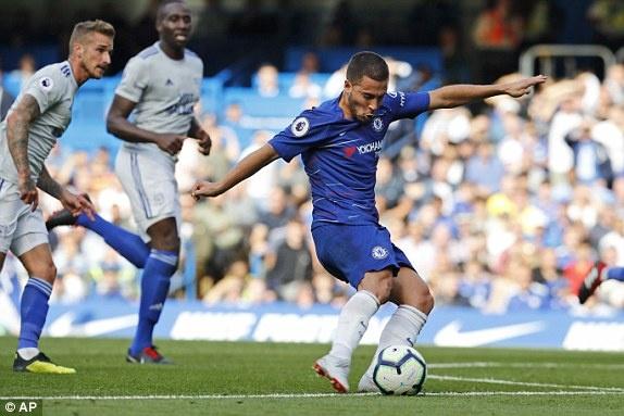 Hazard lap hat-trick giup Chelsea dai thang tren san nha hinh anh