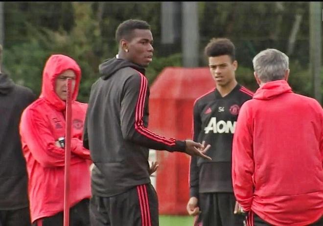 Mourinho va Pogba cai nhau vi chuyen gi tren san tap? hinh anh