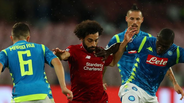 Napoli vs Liverpool (1-0): Salah va dong doi guc nga o phut 90 hinh anh