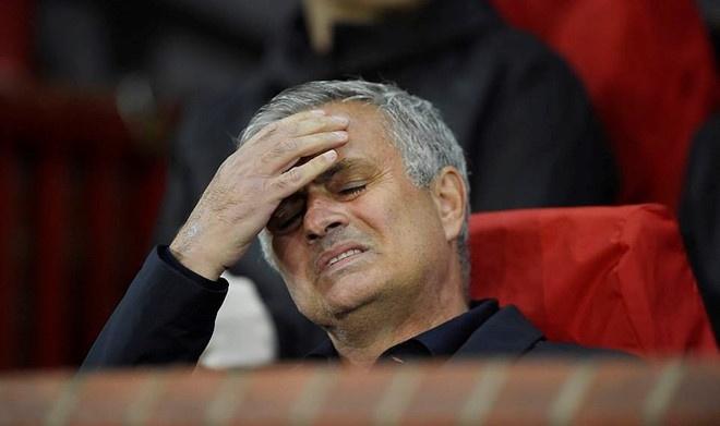 Mourinho do loi cho canh sat khien MU den tre tran dau voi Valencia hinh anh 2