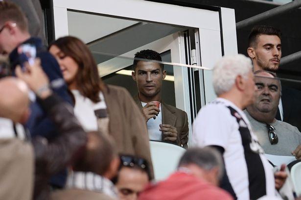 Nan nhan to cao Ronaldo hiep dam tung suyt tu tu hinh anh 2