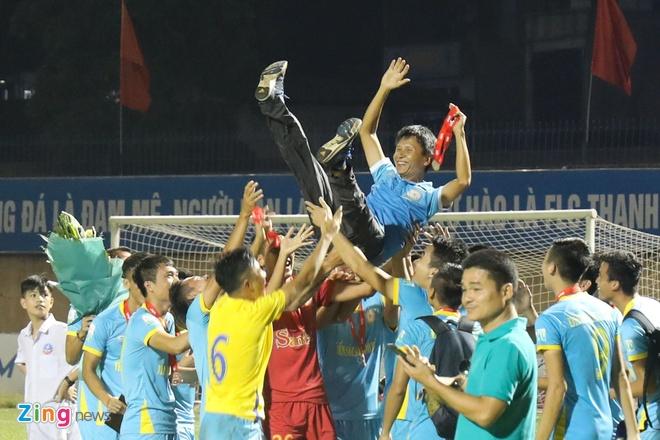 Bui Tien Dung lam dong tac gia, Thanh Hoa gianh ngoi a quan V.League hinh anh 10