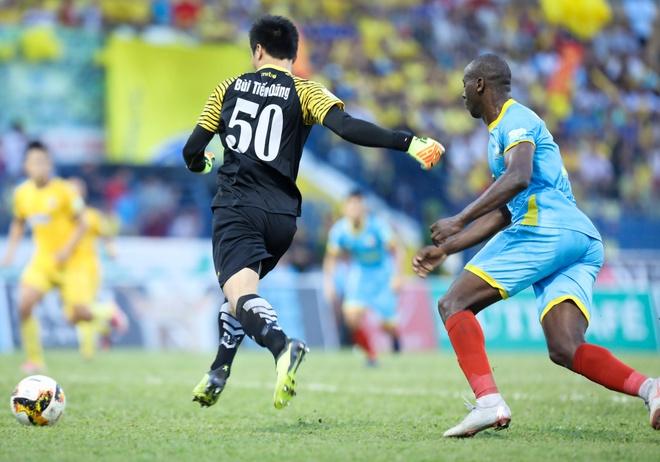 Bui Tien Dung lam dong tac gia, Thanh Hoa gianh ngoi a quan V.League hinh anh