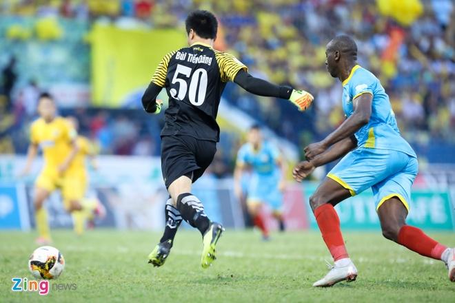 Bui Tien Dung lam dong tac gia, Thanh Hoa gianh ngoi a quan V.League hinh anh 5