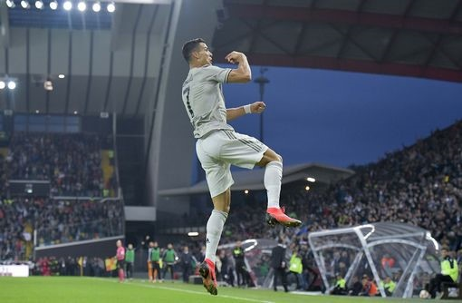 Gia dinh Ronaldo muon doi cong ly sau cao buoc hiep dam hinh anh 2
