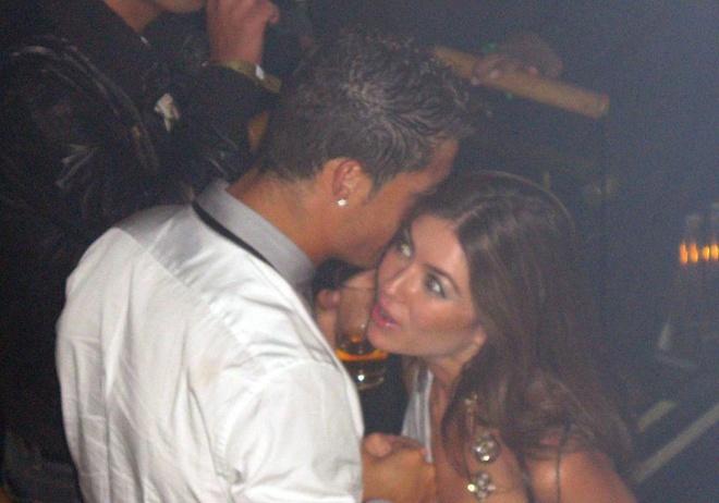 Luat su khuyen Ronaldo tro ve que tranh nguy co dan do sang My hinh anh