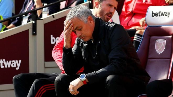 Chelsea vs MU: HLV Mourinho ve voi hien thuc tan nhan hinh anh