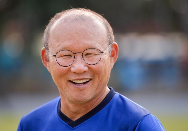 Park Hang-seo noi troi giua dan huan luyen vien o bang A AFF Cup hinh anh