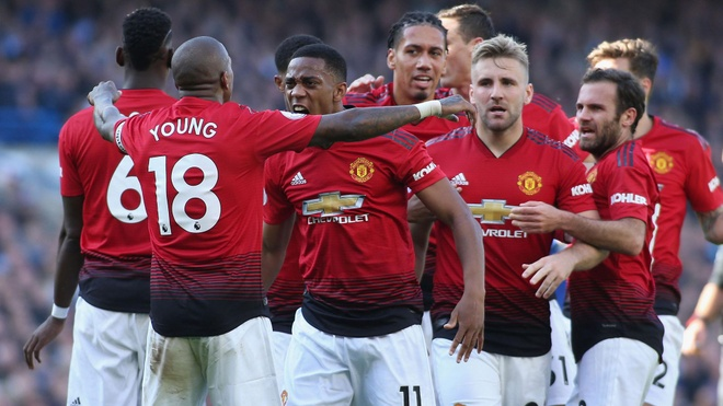 MU vs Everton: 'Quy do' duy tri phong do tai Premier League? hinh anh