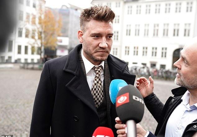 Bendtner bi ket an 50 ngay tu vi dam vo quai ham tai xe taxi hinh anh