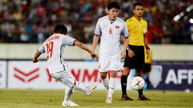 DT Lao vs DT Viet Nam (0-3): Cong Phuong, Quang Hai gay an tuong hinh anh