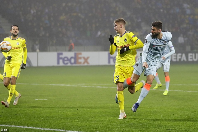 Giroud ghi ban sau 5 thang, Chelsea vao vong knock-out Europa League hinh anh 2