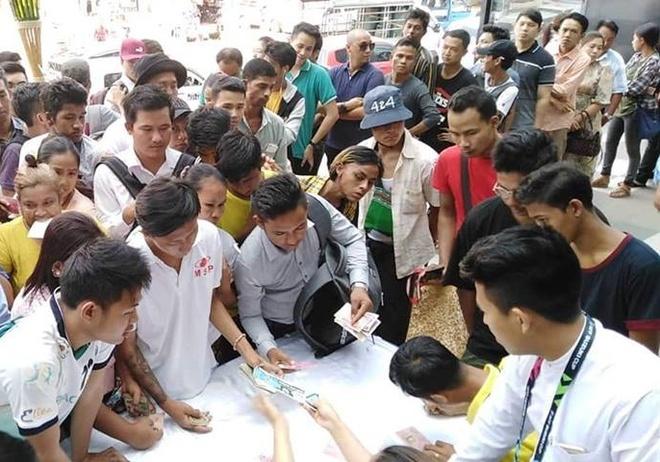 CDV Myanmar xep hang dai mua ve xem tran gap DT Viet Nam o AFF Cup hinh anh