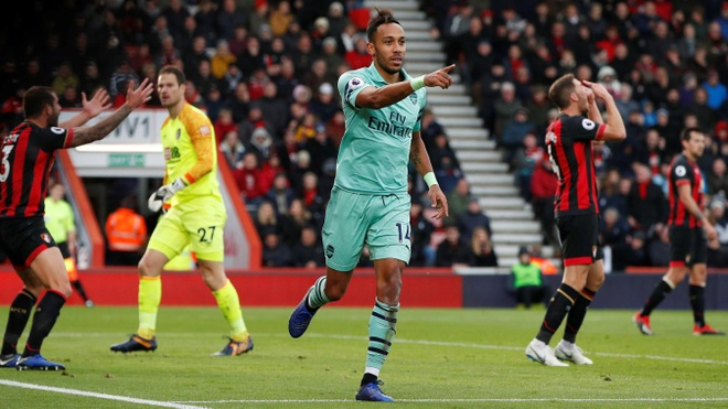 Aubameyang de dang ghi ban, Arsenal chi con kem 1 diem so voi top 4 hinh anh 1