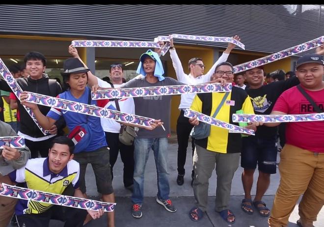 CDV Malaysia chi mat 35 phut de mua ve tran ban ket gap Thai Lan hinh anh