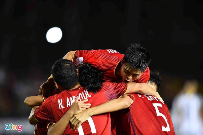 Tuyen Viet Nam tung bi loai o ban ket AFF Cup du thang tran luot di hinh anh 1