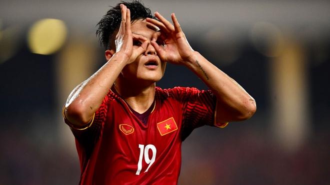 Quang Hai lot top 5 ca nhan noi bat o luot ve ban ket AFF Cup hinh anh