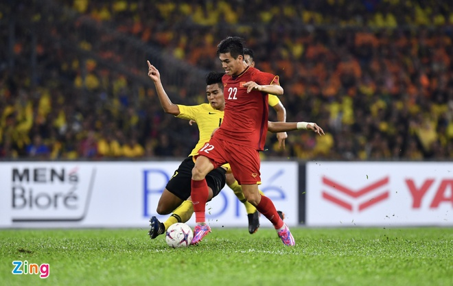 Malaysia vs Viet Nam (2-2): Danh roi chien thang day tiec nuoi hinh anh 2