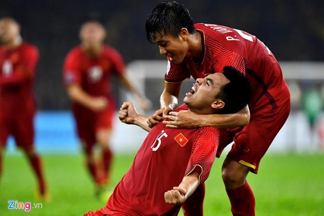 Đức Huy có bàn thắng giúp Việt Nam nhân đôi cách biệt trước Malaysia.
