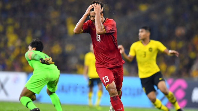 Malaysia vs Viet Nam (2-2): Danh roi chien thang day tiec nuoi hinh anh