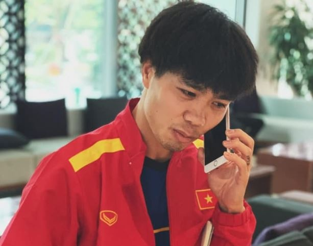 Cong Phuong chia se hai huoc truoc them chung ket AFF Cup hinh anh