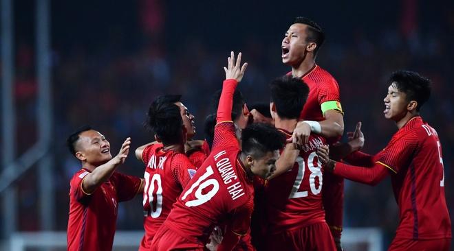 Viet Nam vs Malaysia (1-0, H1): Quang Hai kien tao, Anh Duc ghi ban hinh anh