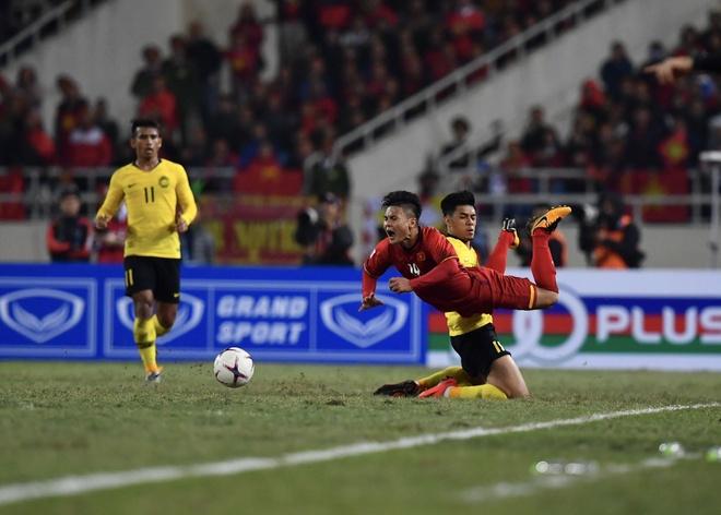 Quang Hai nhan danh hieu 'Cau thu hay nhat AFF Cup 2018' hinh anh 1