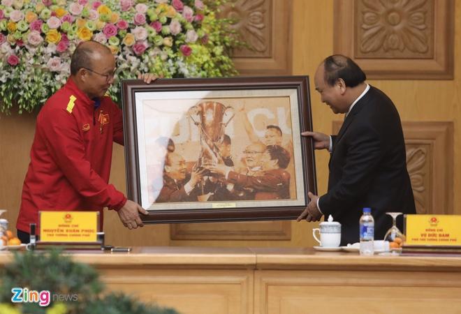 Thu tuong bieu duong HLV Park Hang-seo va tuyen Viet Nam hinh anh 1