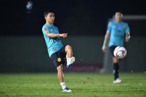 'Messi Thai Lan' dat muc tieu lot vao vong 16 doi manh nhat Asian Cup hinh anh 2