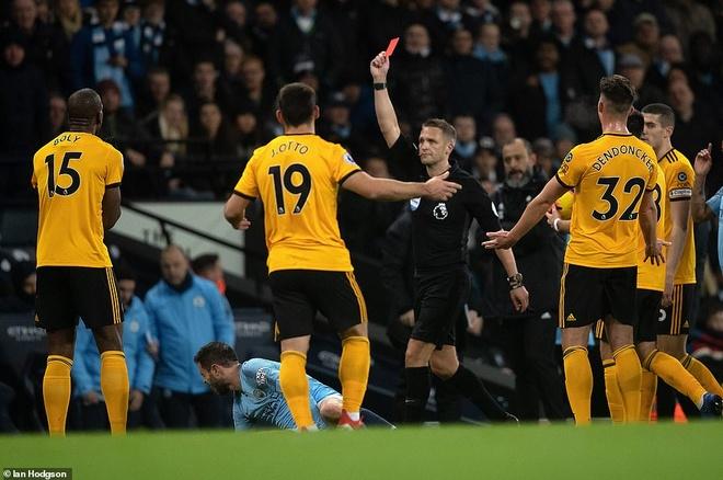 Man City tien gan Liverpool trong ngay David Silva di vao lich su CLB hinh anh 1