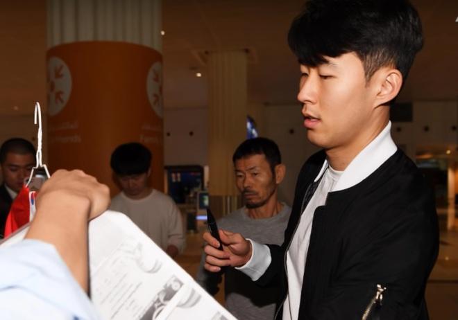 Son Heung-min khiem ton truoc bao chi trong ngay dat chan toi UAE hinh anh