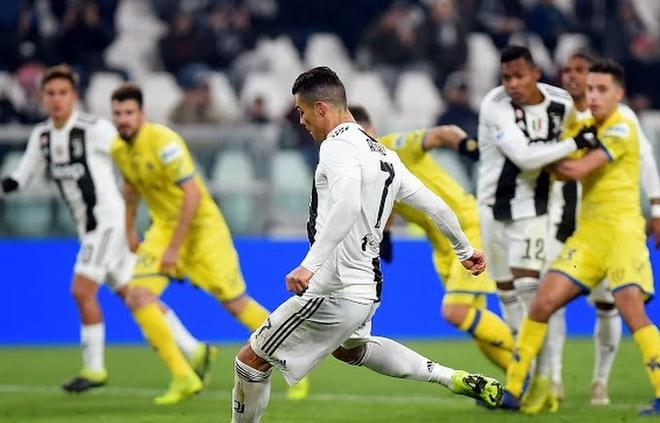 Ronaldo sut hong 11 m truoc ngay ra toa vi nghi an tron thue hinh anh 1