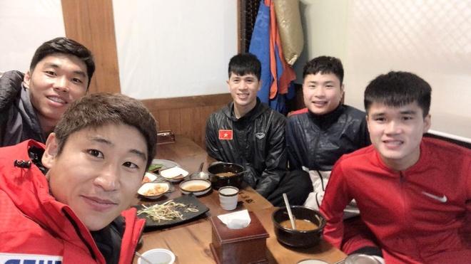 HLV Park Hang-seo 'tiep te' luong thuc cho Dinh Trong o Han Quoc hinh anh 2