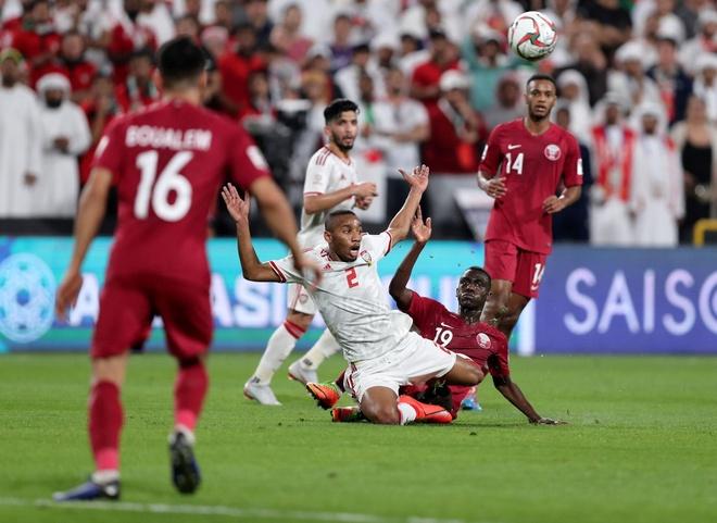 UAE khieu nai 2 cau thu Qatar khong du dieu kien khoac ao DTQG hinh anh 2