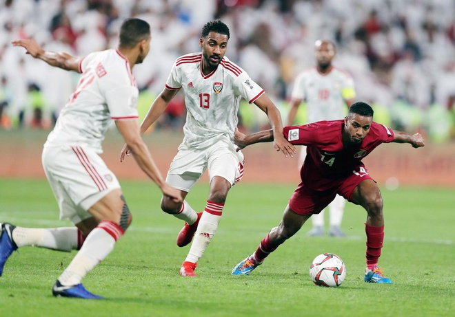 UAE khieu nai 2 cau thu Qatar khong du dieu kien khoac ao DTQG hinh anh 1