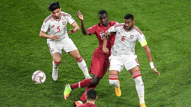 'Qatar khong quan tam den hanh dong nem chai, giay dep cua CDV UAE' hinh anh 1