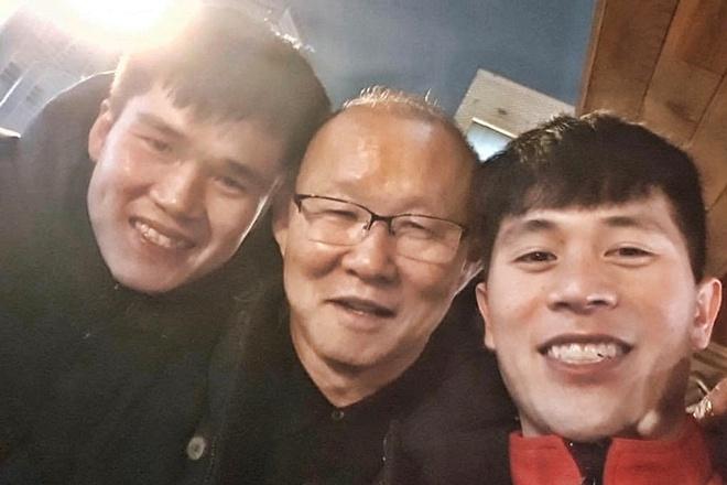 HLV Park Hang-seo 'tiep te' luong thuc cho Dinh Trong o Han Quoc hinh anh