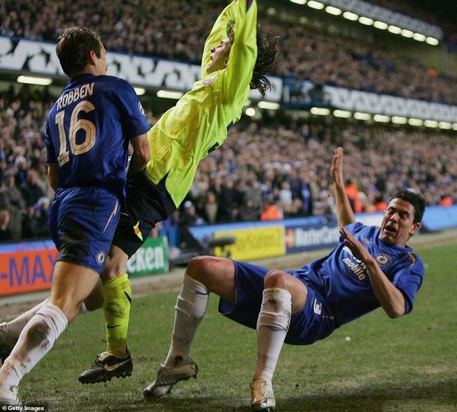 Mourinho tiet lo ho so phan tich cach khac che Messi nam 2006 hinh anh 2