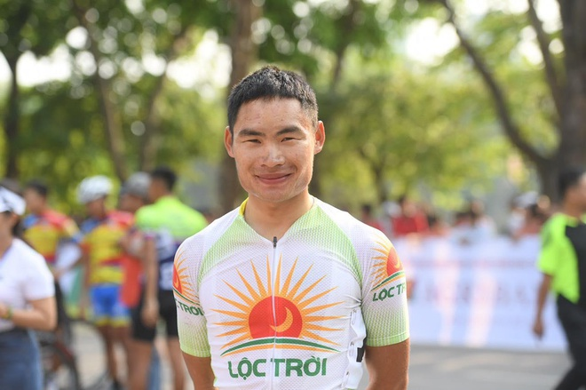 Quang Van Cuong doat ao vang chang 1 dua xe dap 'Ve Dien Bien Phu' hinh anh 2