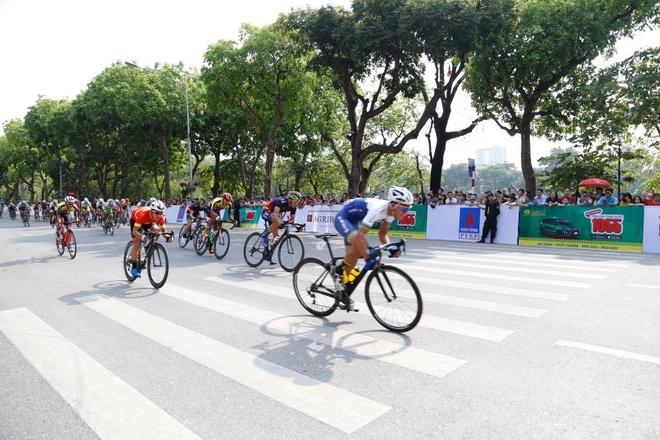Chặng đua đầu tiên của giải
