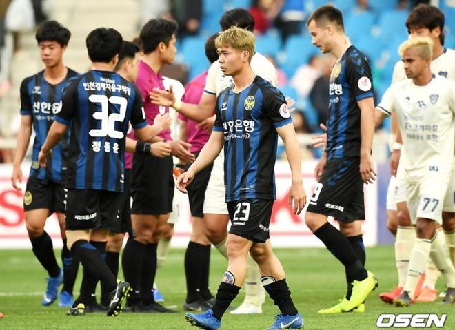 HLV Incheon khen Cong Phuong trong tran thua Pohang hinh anh 1