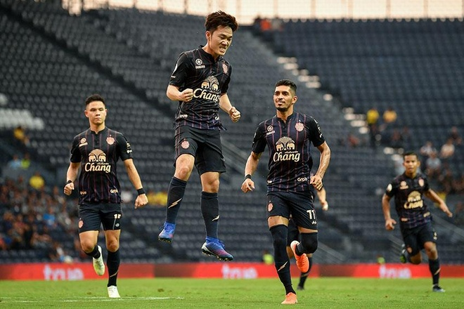 Luong Xuan Truong,  Buriram United,  doi tuyen Viet Nam,  ra dau chien thuat anh 1