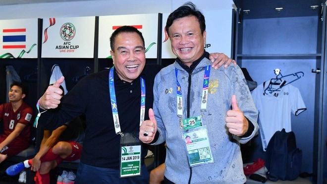 HLV Sirisak Yodyardthai,  U23 Thai Lan,  doi tuyen Thai Lan,  King's Cup,  doi tuyen Viet Nam anh 1