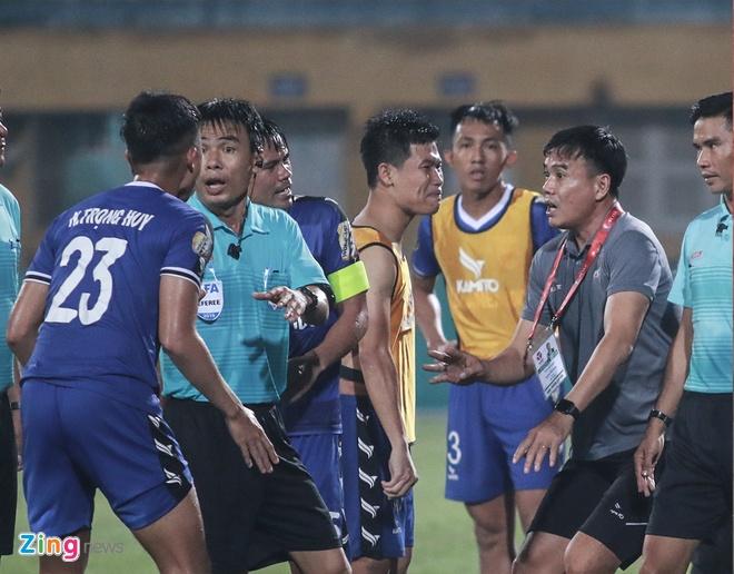 To trong tai FIFA bi CLB Binh Duong de xuat treo coi vinh vien hinh anh 1