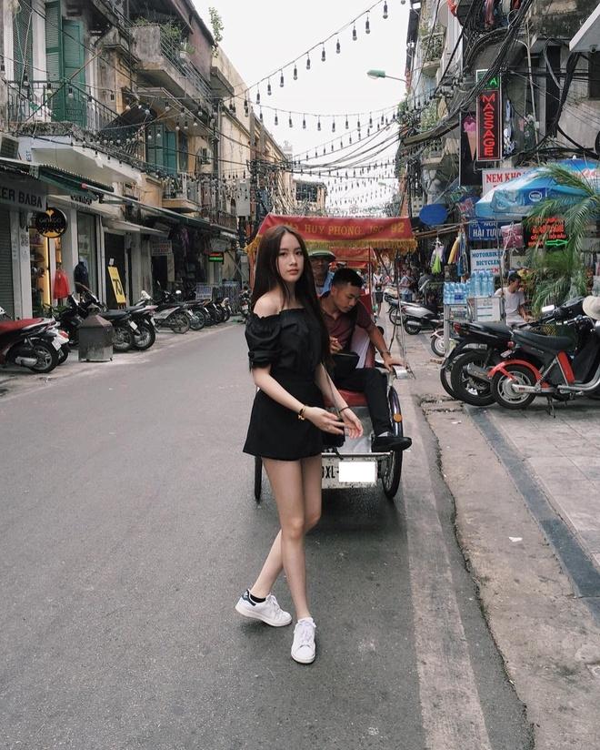 Hot girl Lao goc Viet bat ngo dang anh dao choi pho di bo Ha Noi hinh anh 6