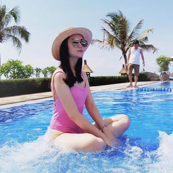 Ngam dan ban gai cau thu U23 Viet Nam khoe dang voi bikini hinh anh 4