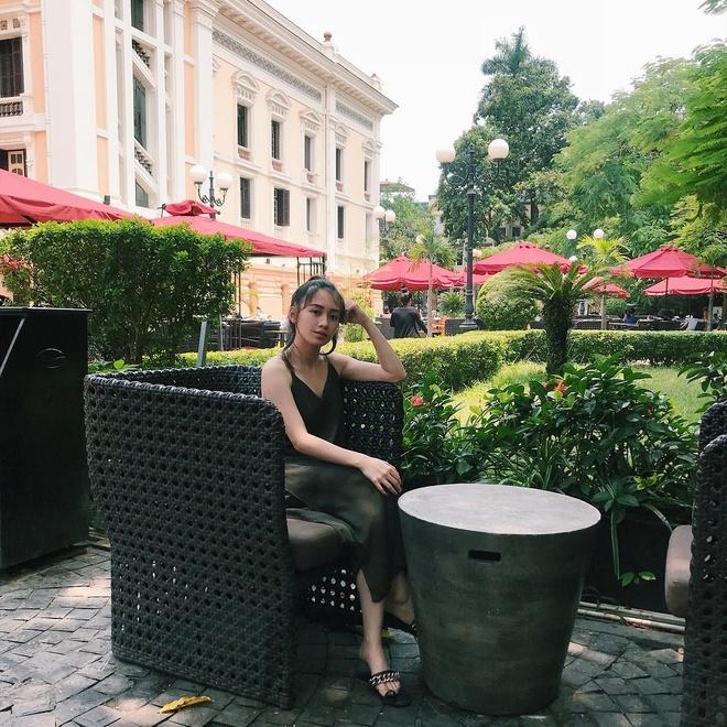 Hot girl Lao goc Viet bat ngo dang anh dao choi pho di bo Ha Noi hinh anh 4