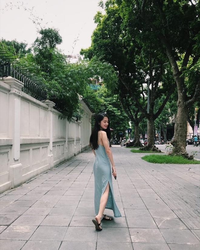 Hot girl Lao goc Viet bat ngo dang anh dao choi pho di bo Ha Noi hinh anh 3